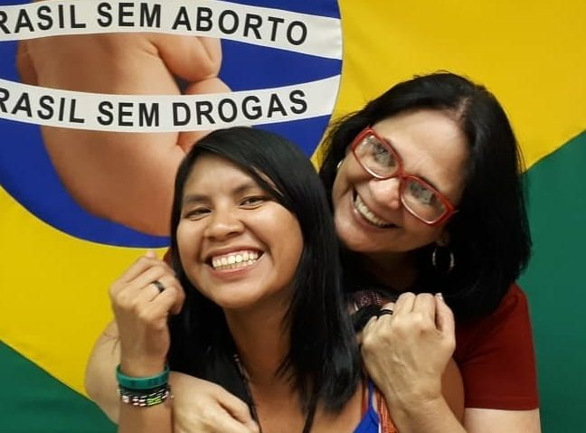 Pleno.News - 01/02/2019 10h12  Ministra Damares Alves e sua filha Lulu Foto: Reprodução