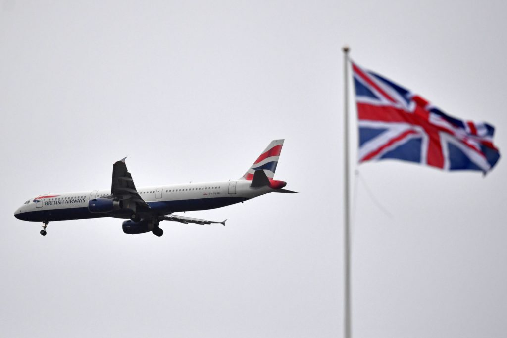 british-airways-jet-comes-in-to-land-at-london-heathrow-news-photo-1129422214-1553542596